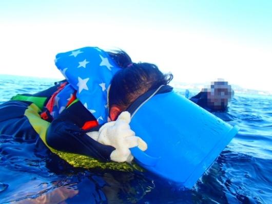 幼児(5歳と2歳)を連れた沖縄旅行。青の洞窟シュノーケリングツアー『ナチュラルブルー』の箱メガネ