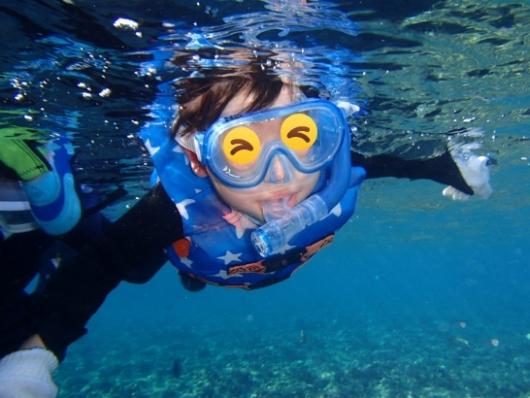 幼児(5歳と2歳)を連れた沖縄旅行。青の洞窟シュノーケリングツアー『ナチュラルブルー』の5歳児シュノーケリング