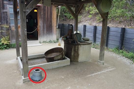 サツキとメイの家 手押しポンプ