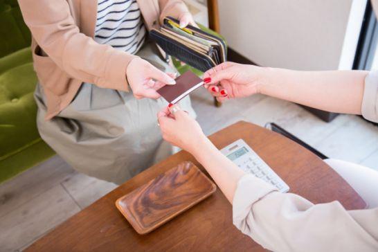 リアルカードを発行すれば、実際の店舗でも利用可能