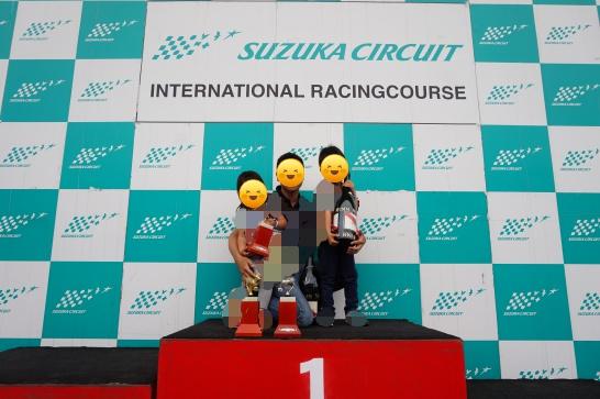 鈴鹿サーキットバックヤードツアーの表彰台