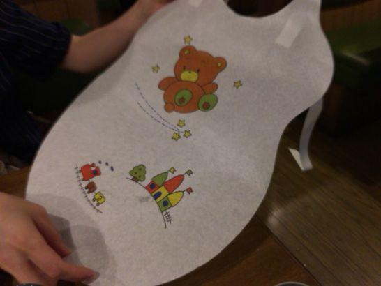 びっくりドンキーの子供用紙エプロン