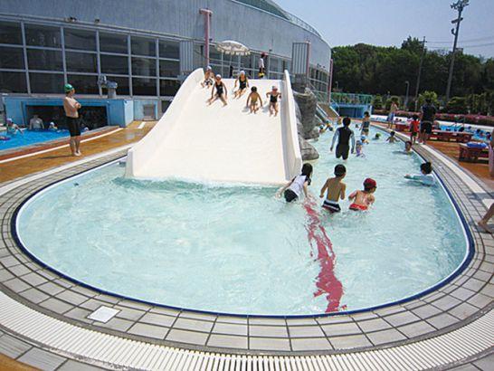 小牧市温水プールの屋外プール(冒険プール)