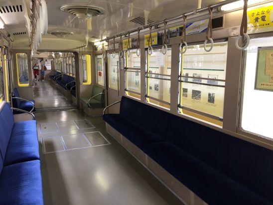 レトロでんしゃ館の展示列車の車内