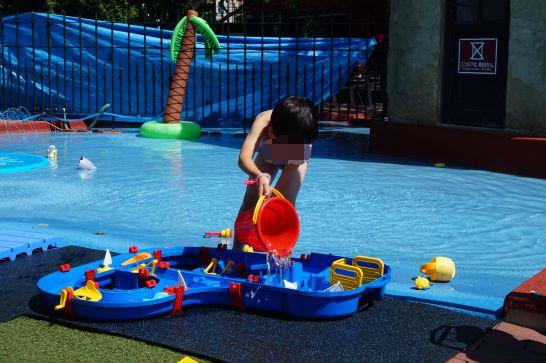 白い恋人パークのガリバータウン内の水遊び広場のおもちゃ