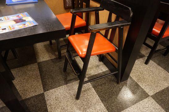五味八珍の子供用椅子
