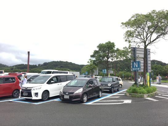 浜名湖サービスエリア(上り、下り)の駐車場は混雑気味