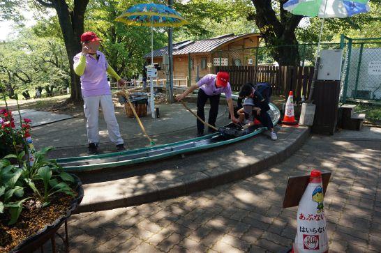 松本アルプス公園のアルプスドリームコースターのスタッフ