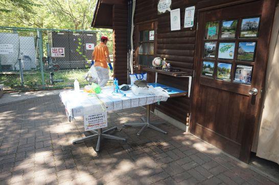 松本アルプス公園のアルプスドリームコースターの荷物置き場