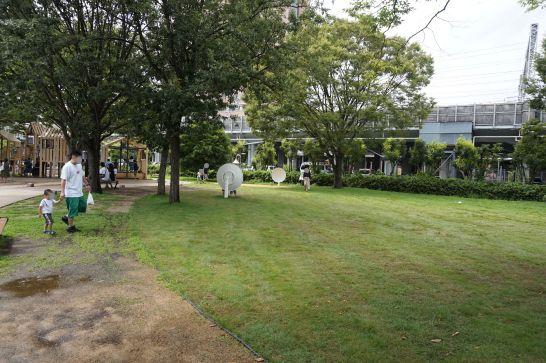浜松科学館みらいーらの正面広場
