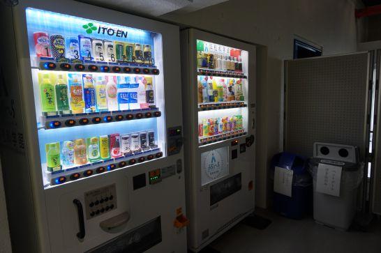 浜松科学館みらいーらの飲食持ち込み可能な無料休憩所近くの自動販売機