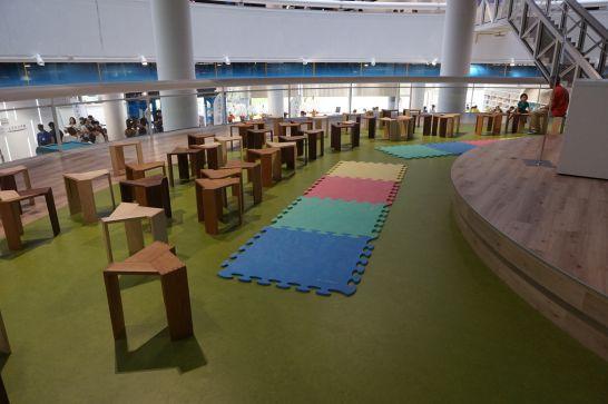 浜松科学館みらいーらのみらいーらステージにおけるサイエンスショーの座席