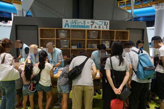 浜松科学館みらいーらのみらいーらテーブルで行われているミニワークショップ