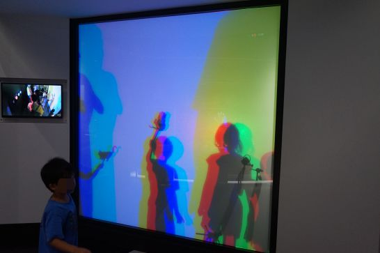 浜松科学館みらいーらの光のゾーンのかげ絵あそび