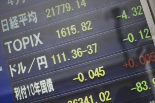 株式、債券、不動産、MMFの内、株式は70%とする