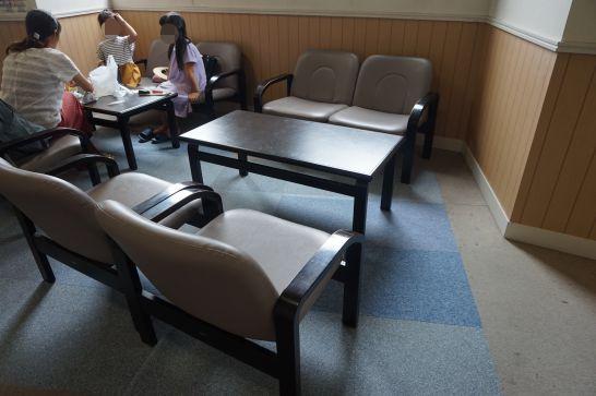 ドリームシアター岐阜の飲食場所の背の低いテーブル