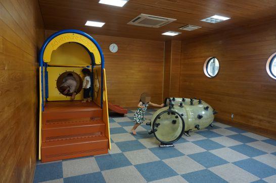 岐阜ファミリーパークのこどもゾーンの管理棟1階にある室内遊具