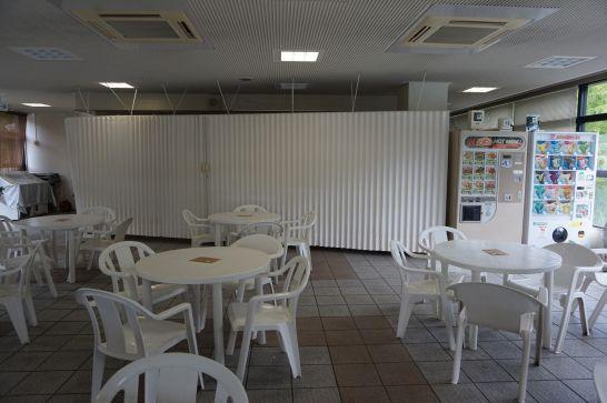 岐阜ファミリーパークのこどもゾーンの管理棟2階にあるフードコート