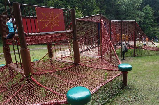 岐阜ファミリーパークのこどもゾーンのアスレチック