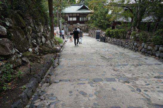 犬山城へのスロープと階段