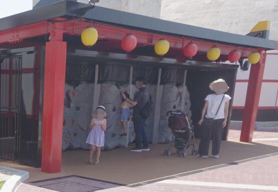 レゴランドのニンジャゴー・ワールドのレゴランドのニンジャゴー・ワールドの入り口にあるボルダリング