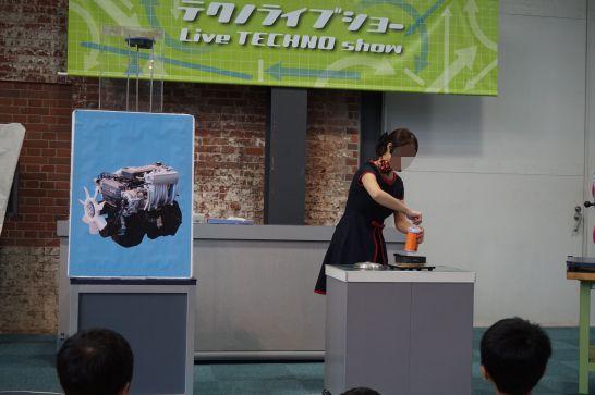 トヨタ産業技術記念館の自動車館のテクノライブショーの実験