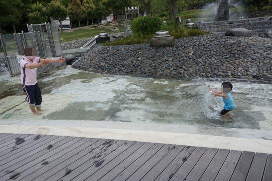 愛・地球博記念公園(モリコロパーク)のこどもひろばの水遊び