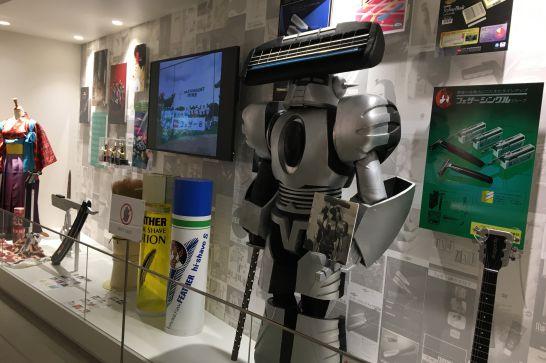 フェザーミュージアムの1階展示室の広報展示