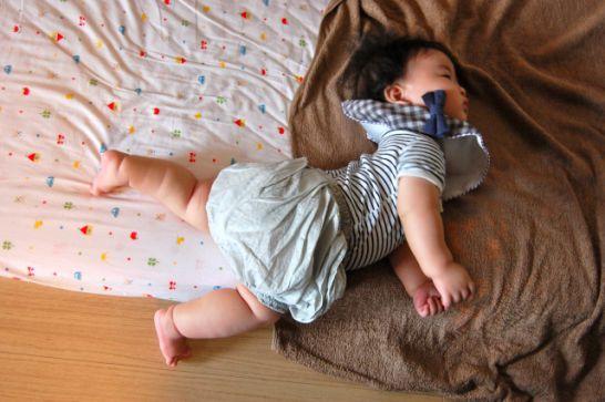 お昼寝用の布団は、丸洗い可能で子供が持てる重さが重要