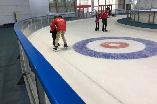 愛・地球博記念公園(モリコロパーク)のアイススケート場のスタッフ