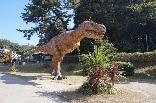 岡崎市東公園の恐竜モニュメントのティラノサウルス