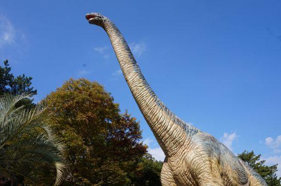 岡崎市東公園の恐竜モニュメントのブラキオサウルス