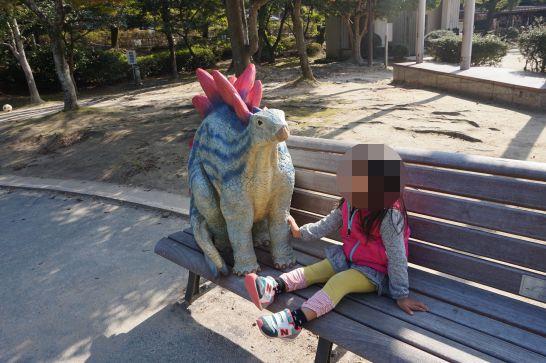 岡崎市東公園の恐竜モニュメント