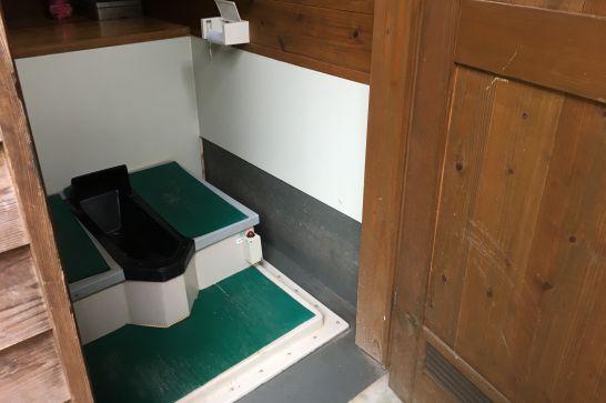 多良峡森林公園のバイオトイレ(和式)