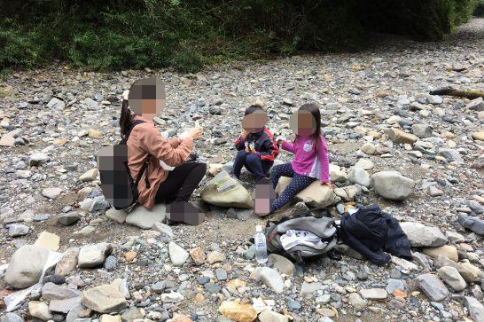 多良峡森林公園の河原で食べるお弁当