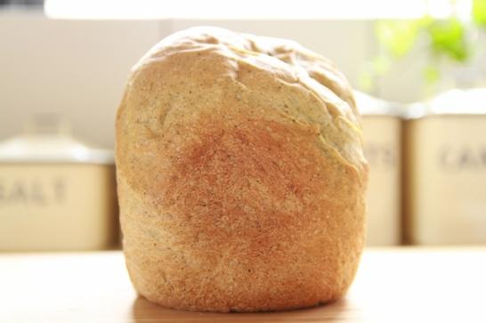 ホームベーカリーで焼きたてのパン