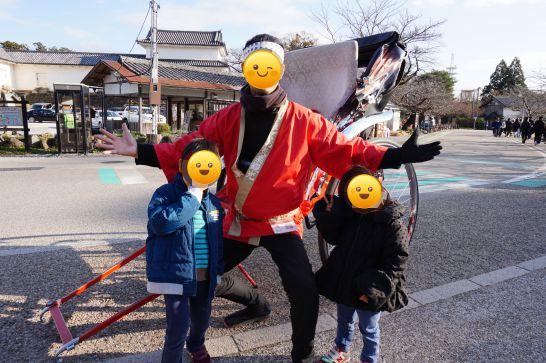 観光用人力車『ひこね亀樂車』に子供達も大満足
