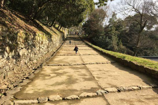 彦根城の本丸への石階段
