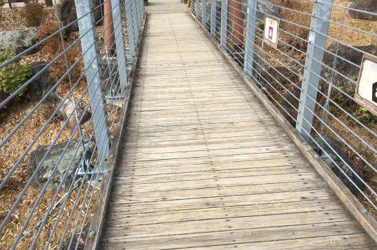ぎふ清流里山公園の揺れる吊橋