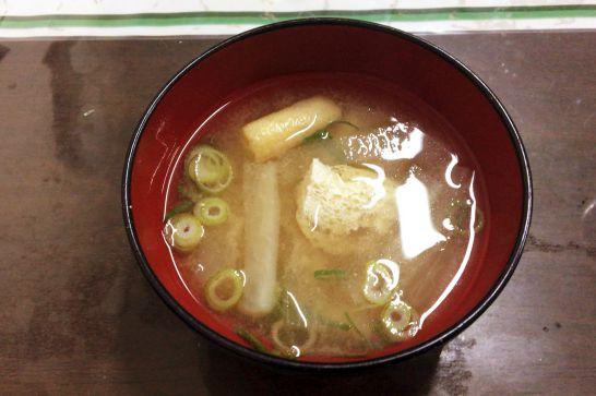 水口寿志亭市場の食堂のお味噌汁