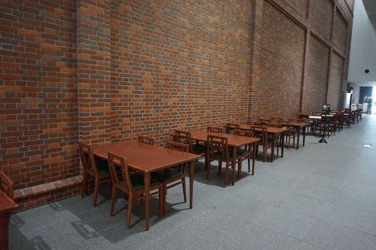 トヨタ産業技術記念館の飲食テーブル