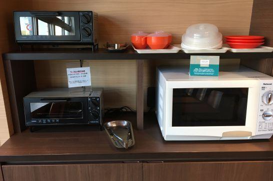 コンフォートホテル奈良の朝食会場にある電子レンジ