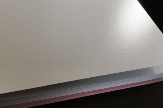 富士フィルムのイヤーアルバムのおすすめ理由2:専用ラミネート加工&マット調印画紙で汚れに強い